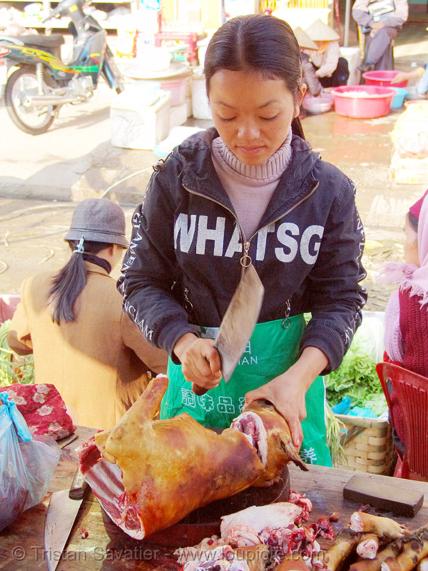 dog meat shop - thịt chó - vietnam, asian woman, asian women, butcher knife, carcass, cleaver, dead dog, food dog, lang sơn, meat market, merchant, paws, raw meat, street market, street seller, vendor, vietnam