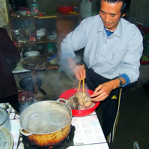 dog meat - cooking sausages and organs - thịt chó - vietnam, chopsticks, cook, cooked dog, cooking, dog blood sausage, dog meat, food dog, kitchen, sausages